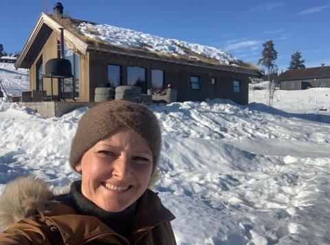 ELSKER HYTTA: Christine Ottersen er veldig glad i hytta på Lyseren.
