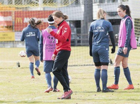 Seriesulten: Hege Riise tror LSK Kvinner vil respondere positivt etter de to Barcelona-tapene. Foto: Lisbeth Lund Andresen