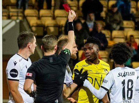 TO KAMPER: Igoh Ogbu fikk det røde kortet av dommer Espen Eskås da LSK møtyte Kristiansund. Nå må han stå over to kamper.