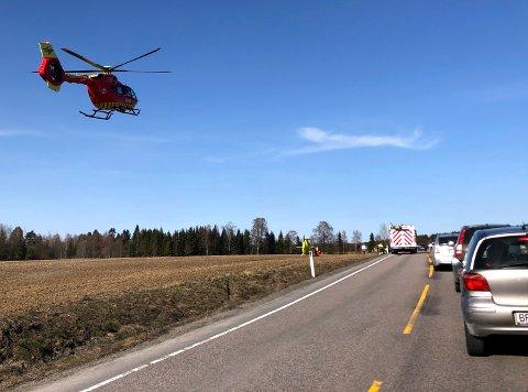 ETTERFORSKER: To motorsykler kolliderte langs Borgenveien nord i Lillestrøm kommune søndag. Politiet jobber nå med å finne svar.