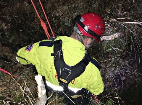 TAU: En tauredningsgruppe fra brannvesnet fikk reddet gutten som hadde satt seg fast i en fjellside.