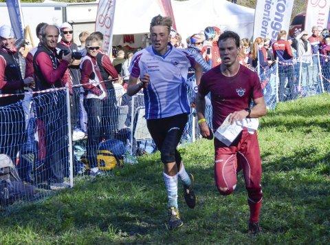 RASK: Cornelius Bjørk (16, t.v.) bet fra seg på hjemmebane. Her er han på oppløpet under stafetten i junior-NM.