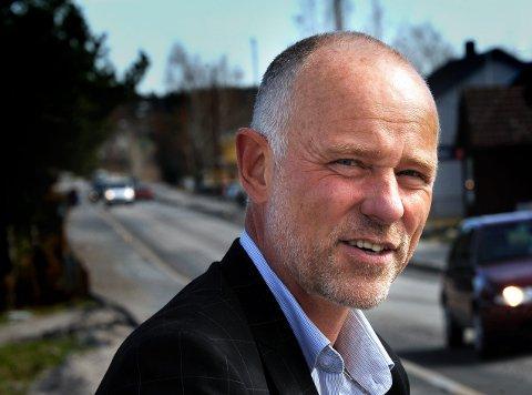 NYE BILLETTER: Daglig leder i Bypakke Nedre Glomma, Jostein Haug håper den nye fritidsbilletten vil bidra til at ungdom danner gode kollektivvaner for livet.
