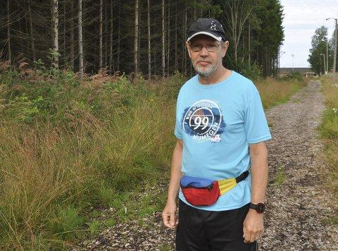 KRITISK: Egil Jacobsen pendler fra Mysen til Oslo og synes lite om at reisefradraget nå øker, om regjeringen får det som de vil. Han frykter det kan føre til at færre vil bosette seg i Indre Østfold.