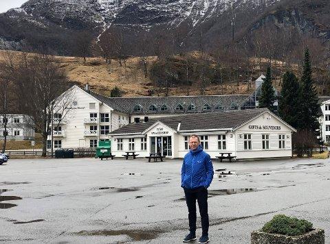 FJELLHALL: Ein fjellhall for parkering i Fretheimshaugane rett bak Fretheim hotell Den ideen kastar Arve Tokvam no fram. – Det er framtidsretta og bør vurderast, seier han.