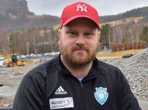 STAAL: Idrettslaget Staal styrker administrasjonen i klubben med ei hundreprosentstilling. – Vi gjør det for kunne gi et bedre tilbud og bedre service til medlemmene våre, sier styreleder Mads Tjøtta.