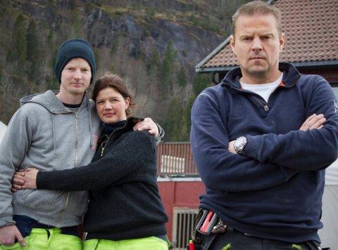 SNEKKERHJELP: Robert Aurstad og Katrine Engebretsen får hjelp av Otto Robsahm i Sinnasnekker'n. (Foto: TVNorge)
