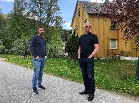 KLAGER: Ola Inge og Ingvar Sæther i Setra Surna klager på vedtaket i hovedutvalget som sa nei til planene om oppføring av leiligheter på sentrumstomta Moavegen 21 på Skei i Surnadal. De mener at viktige forutsetninger for vurdering av saken ikke var tatt med i saksutredningen og debatten om prosjektet.