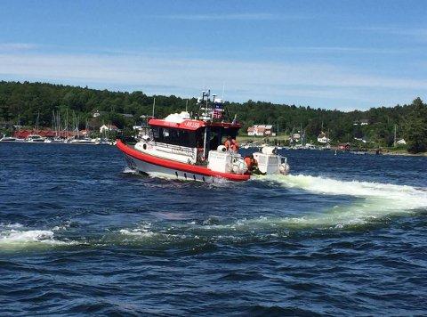 ØVELSE: Et Sea King-helikopter og flere båter er involvert i øvelsen som foregår i Tjøme-skjærgården.