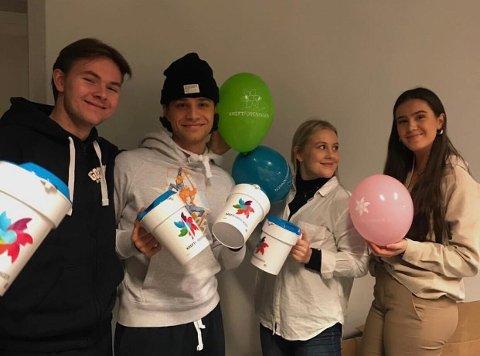 KRAFTTAK MOT KREFT: Teodor Sommerstad, Jesper Levorsen Kibsgaard, Selma Heggestad og Mathilde Gravdahl er sammen med russegruppene sine i år med på Kreftforeningens innsamlingsaksjon.