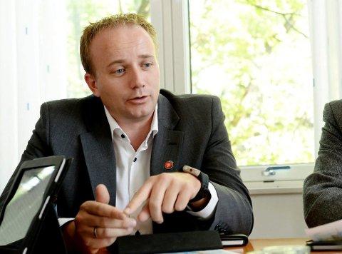 - DYRT: Med store kutt for døren i fylkeskommunens tjenester er det ikke forsvarlig at fylkespolitikerne bruker store penger på møtevirksomhet, mener Frode Hestnes (Frp).