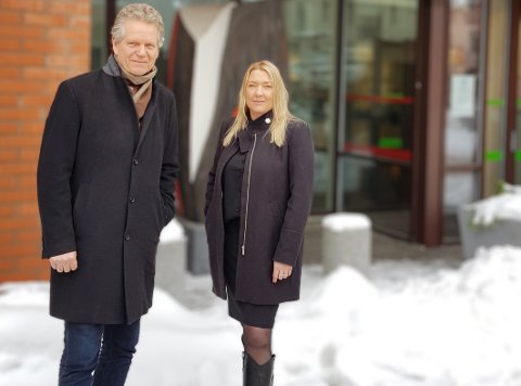 VISER FRAM BARNEVERNET: Rådmann Egil Johansen og barnevernsleder Ellen Fisher har vurdert mange hensyn før de takket ja til å delta i dokumentaren.