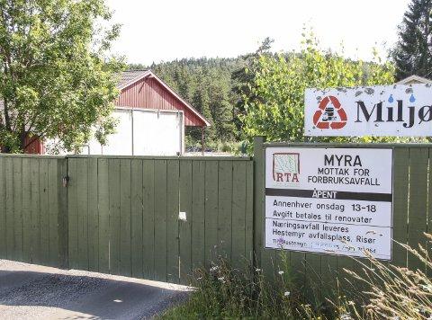 Må vike: RTA's søppelmottak i Myra på Vegårshei ligger i samme område som kommunens kloakkrenseanlegg. Siden kommunen skal bygge et nytt og større renseanlegg, blir området beslaglagt det neste år, og søppelmottaket midlertidig stengt. Foto: Øystein K. Darbo