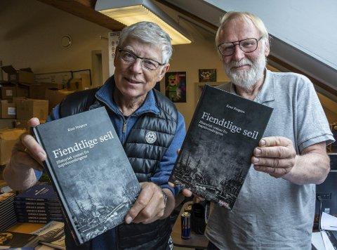 Historisk lansering i Lyngørfjorden: Forfatter Knut Frognes t.v. og forlegger Nils P. Vigerstøl, Gaveca Forslag.