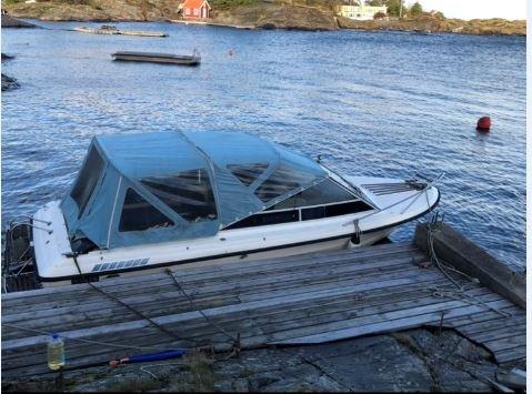 Vet du hvem som eier denne båten? Da bør du kontakte politiet på tlf 02800.