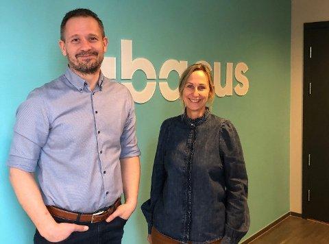 ØKT IT-BISTAND: Daglig leder og gründer Sven Runar Nilsen og medgründer Bente Kristin Jørgensen har hatt mye å gjøre i koronaåret.