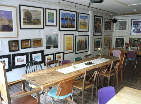 Avslutning: Neste helg tas kunstutstillingen ned, og lørdag 05. oktober kan folk benke seg ned til en kunstkonsert i den anledning.