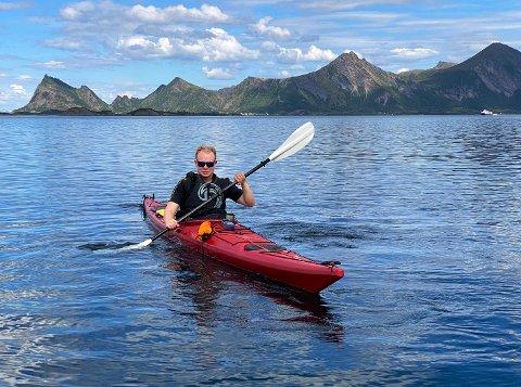 Drømmeferie: Drømmeferien for Eskil Sørensen er å padle i Steigen under forhold som dette. – Det er så utrolig fint her, synes 22-åringen.