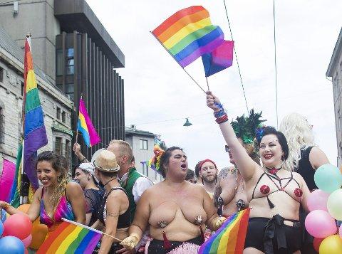 Fest og politikk: Pride fenget mange bergensere, mellom 17 000 og 20 000 stilte opp i toget i sommer.