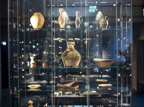 Handel: Ulike krukker som har blitt funnet under de arkeologiske utgravingene. Flere av disse kommer angivelig fra Syria. Foto: Breistein