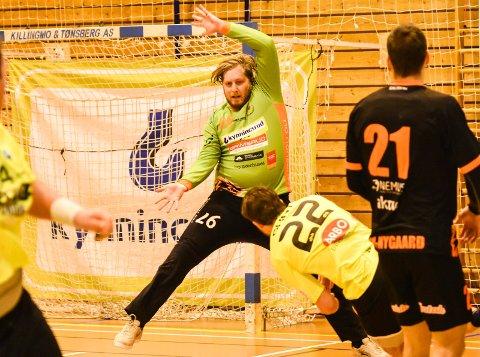 GOD LENGE. Rasmus Bech, neste sesongs DHK-målvakt, var lenge best av målvaktene i eliteserieppgjøret mellom Halden og DHK.