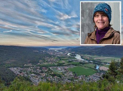 DEMONSTRASJON: Tirsdag skal vindkraftmotstanderne i Nedre Eiker samles på Solbergfjellet i Krokstadelva. Det er Hanne Sønneve Wigen Thygesen fra Mjøndalen som har invitert til vardetenning.