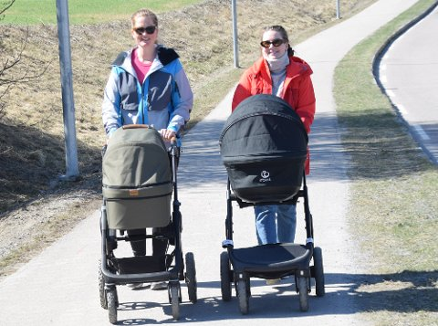 Stortrives: Venninnene Amanda Chapman-Stavn (29) (t.h.) og Marte Albrigtsen Kristiansen (29) stortrives i Eiker. Amanda bor i Vestfossen og Marte i Mjøndalen.