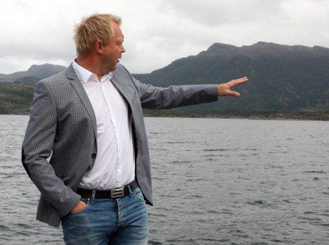 FRAMTIDSRETTA: Prosjektleiar for kystvegen Ålesund-Bergen, Bengt Solheim-Olsen meiner kystveg nordover over Terøya og sørover over Helgøya er den mest framtidsretta løysinga også når det gjeld rassikring.