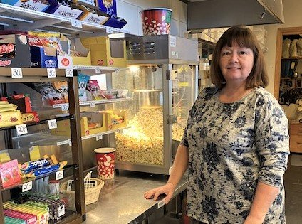 TUNGE TIDER: Susanne Brandal Geithus driv Sunnfjord Cafè og Catering som held til på Førdehuset. På grunn av låg omsetting, søkte ho kommunen om fritak frå husleige.