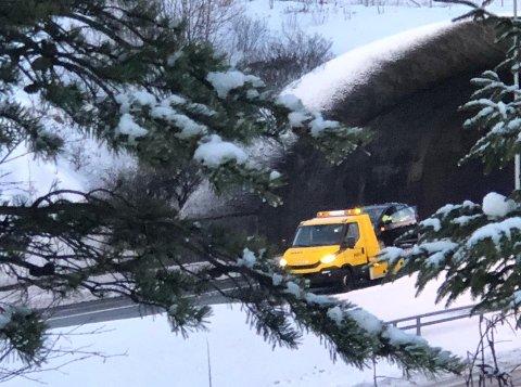 En bil måtte berges etter en trafikkulykke i Eidettunnelen.