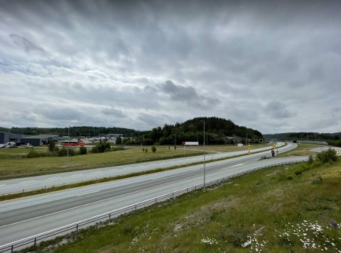 Stille før stormen. Slik så det ut ved grensa på Svinesund klokken 11:00 fredag.