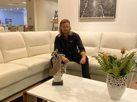 Tim Thøgersen driver Rocka Møbler. For øyeblikket befinner han seg i Barcelona, hvor han åpnet butikk for to år siden.