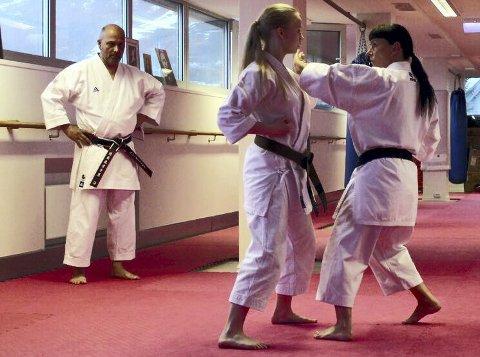 STÅR IGJEN: Tanja Henriksen , i midten) og Nina jakobsen fikk sine graderinger til slutt.