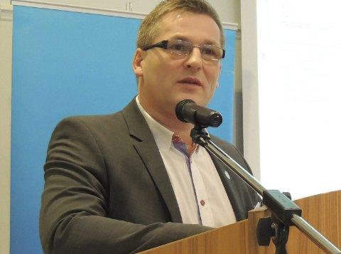 FERDIG SNAKKA: Dagfinn Olsen, fylkesleder for Nordland Frp, sier det ikke kommer på tale å samle ledelsen av tingretter på ett sted.