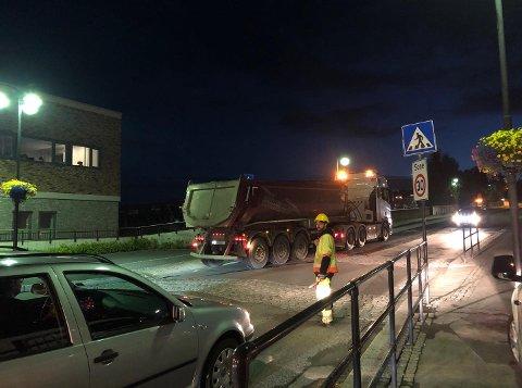 Frydenlundbrua har vært stengt i perioder på grunn av fresing av asfalt.