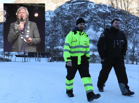 Eirik Frafjord og Bjørn Kjetil Frafjord tok en prat med ordfører Frode Fjeldsbø (innfelt) forrige uke. Nå kan det bli folkemøte om tunnelplanene i Frafjord (arkivfoto: Kirsten Håland).