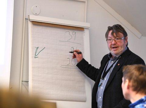 Kommunedirektør i Vågå, Jan Egil Fossmo vil bruke 12 millioner på nytt slakteri. Politikerne skal si sitt i møte 15. desember.