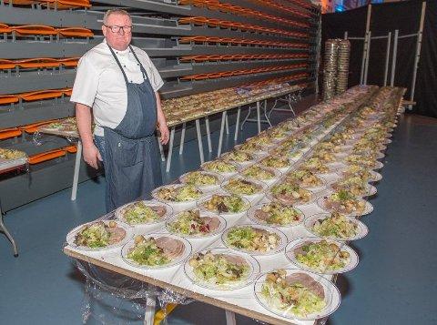 INGEN KONFIRMASJONER: Baard Johansen i Gjøvik Catering mistet inntekt da de fire største konfirmasjonene ble avlyst på svært kort varsel denne helgen. Likevel får han seg ikke til å ta betalt for jobben han har gjort fordi han synes synd på konfirmantene.