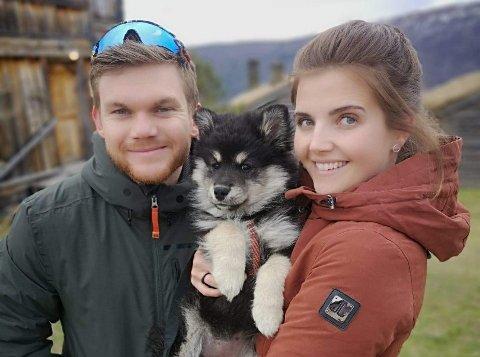 Siri Ellingsberg og hunden måtte følge samboer Håvard Solås Taugbøl fra TV-skjermen torsdag. Nå jubler de for medalje i VM.