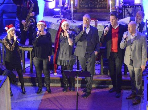 SANG: Ida Olderøy Weggersen, Heidi Andersson Solheim, Stine Bredesen Øye, Kjetil Roos-Bjerke, John Magne Trulsen og Stian Roos.