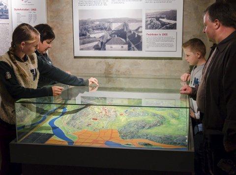Historisk sommerferie: Karianne Øivand Billing (13) er på historisk sommerferie med mamma Rita Billing, bror Eivind (11) og pappa Tor-Olaf Øivand Billing.