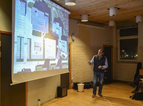 Ny sjukeheim: Kjell Beite fra HRTB Arkitekter presenterer planene for den nye sjukeheimen på Eide, et prosjekt som i økonomiplanen er satt på vent til 2019. – Prosjektet har en kostnadsramme på 130 millioner kroner, pluss moms, medregnet finansierte midler fra Husbanken, sier prosjektleder Thomas Stødle Rasmussen.
