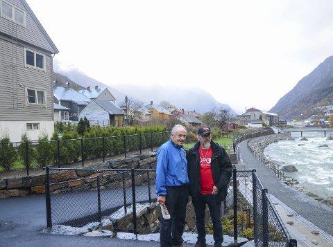 Naboar: Til venstre står huset Verner Eide har budd i heile livet. Han saknar Kjetil Skjerven og dei andre naboane som måtte flytta etter flaumen.