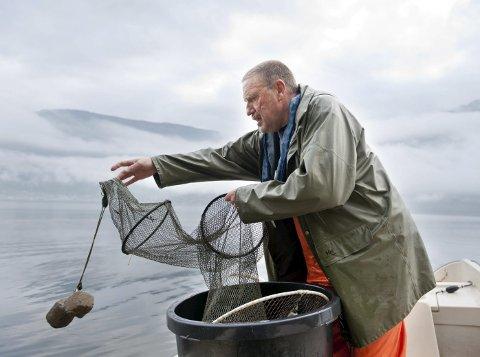 I 2011 fekk Visit Hardangerfjord spørsmål frå det nederlandske magasinet Seasons om dei kjende til ein fiskar. Kåre Grønsnes vart den gongen spurd og han sa ja til å stilla opp i ein større reportasje, der både journalist, fotograf og kokk vart med han på fiske og der resultatet hamna på glansa papir.