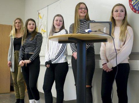Presentasjon: Fra v.: Mari Larsen, Anne Haslemo, Henriette Utaker, Frida Aase og Maria Velde.