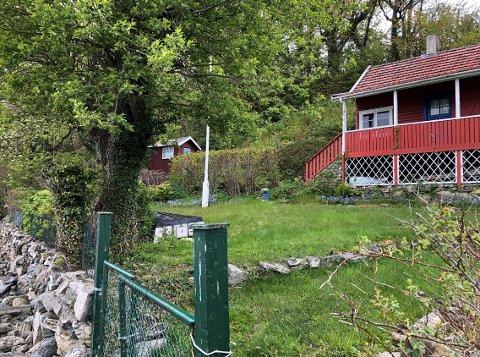 Bjørn Eidsvåg og Ragnhild Idsøe sin hytte ligger fint til ved Hafrsfjord, men er ikke på mer enn 31 kvadratmeter.