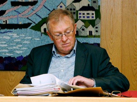 STYRELEDER: Harald Eikesdal har sittet som styreleder i en rekke lokale selskap og har hatt en sterk tilknytning til rederibransjen lokalt. Dette bildet er fra bobehandlingen etter konkursen i Coast Air i 2008.