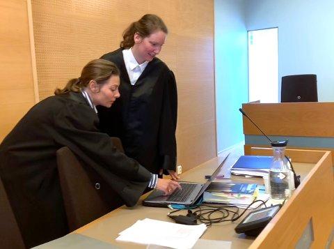 Tror på offeret: Bistandsadvokat Benedicte Storhaug og politiadvokat Siri Anne Flindall ber om at alle de tre tiltale dømmes for ran i tråd med den alvorlige tiltalen.