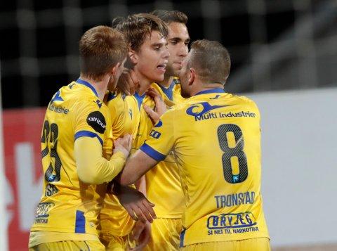 Martin Samuelsen og FKH feirer 2-0-scoringen mot Mjøndalen.