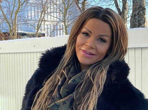 FIKK HØY FEBER: Kristine Ørjansen var sengeliggende etter å ha tatt AstraZeneca-vaksinen.